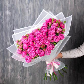 Букет из 11 пионовидных кустовых роз