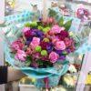 Букет из розовых роз и гвоздик