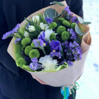 Букет из зеленых хризантем и ирисов