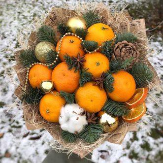 Новогодний букет из мандаринов и шаров