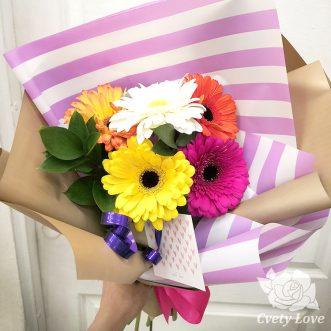 Букет из 5 разноцветных гербер