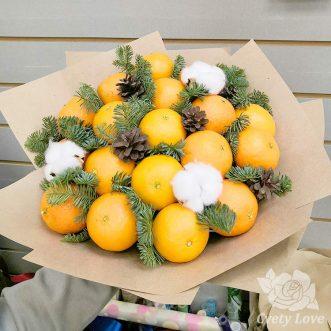 Зимний букет из мандаринов и хвои