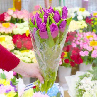 Букет из 17 фиолетовых тюльпанов