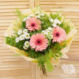 Букет из 3 гербер и кустовых хризантем
